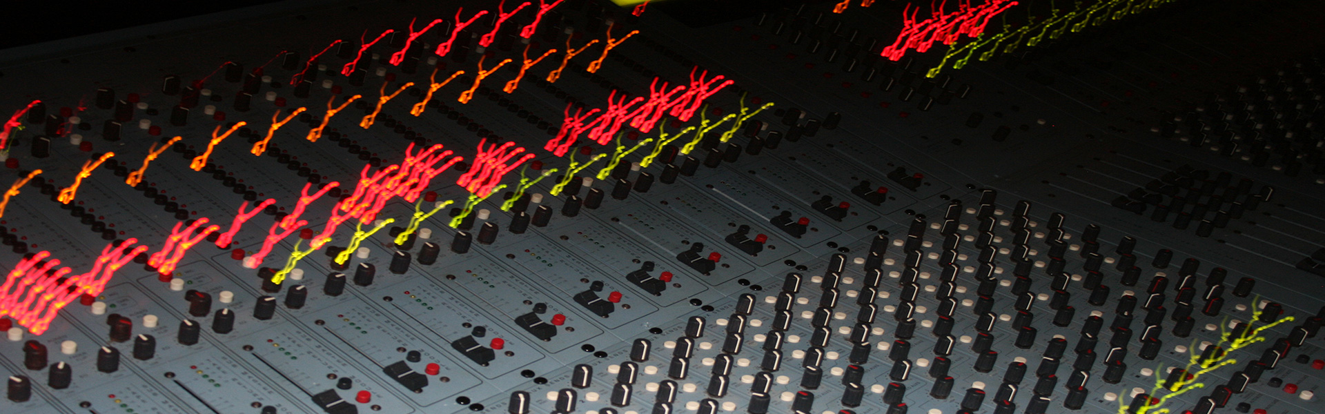 https://mastering.studio11chicago.com/wp-content/uploads/2014/02/STUDIO-11-CONSOLE-7.jpg